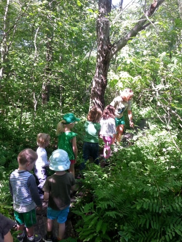 Nature walk at Denison Pequotsepos Nature Center
